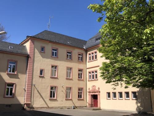"""Verbindungsgebäude und """"Freiherr-von-Stein-Schule"""""""